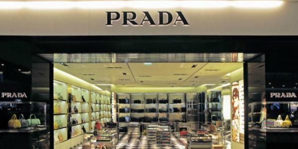 d48b40bcf7 Anche Prada assume, arrivano 1500 posti di lavoro. Ecco come ...
