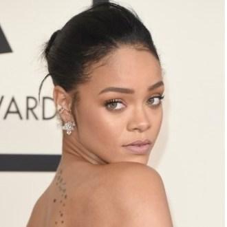 Rihanna In Vasca Da Bagno.Rihanna Bagno Sexy Per Il Nuovo Video Ma Non Si Trattiene E Lo Fa