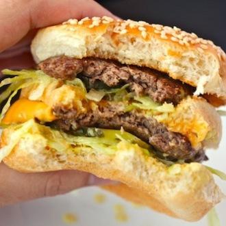 Big Mac, ecco cosa succede nel corpo un'ora dopo averlo mangiato | Caffeina Magazine