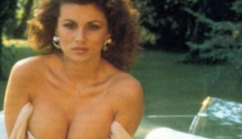Serena Grandi Calendario.Ce La Ricordiamo Cosi Simbolo Dell Erotismo Anni 80