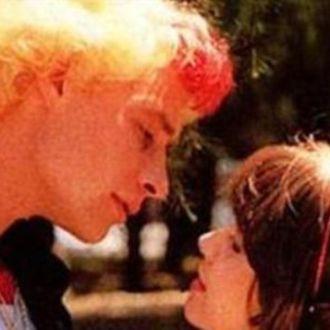 39 39 prima i baci poi le scene nel letto 39 39 a distanza di anni dalla serie che ha fatto sognare - Scene hot amici di letto ...