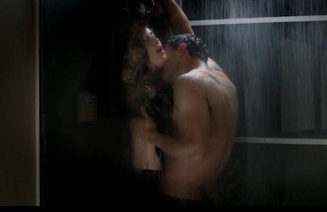 Una doccia insieme watch or download downvids