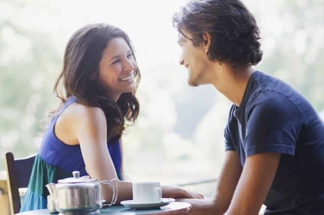 Risultati immagini per donna che ascolta attentamente ilsuo uomo