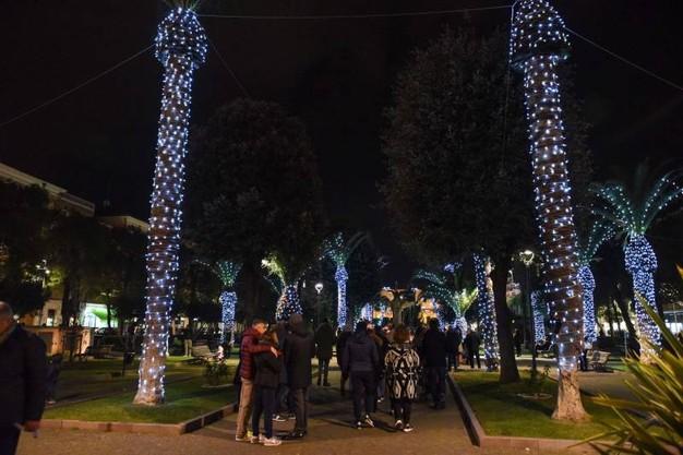 Auguri Di Natale Zozzi.Civitanova Marche Luci Di Natale Molto Ambigue Le Palme