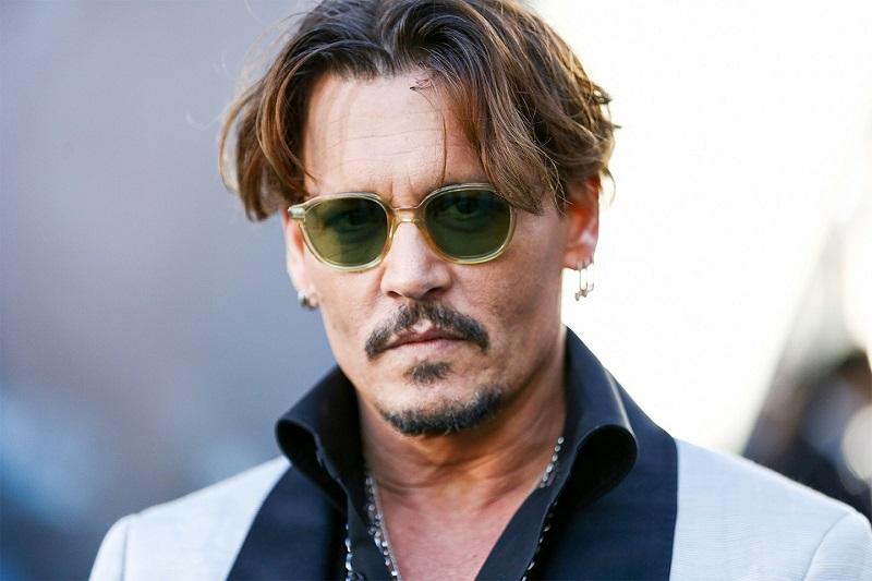 """""""Ho trovato nella musica la via di fuga da una vita familiare che non mi  piaceva- ha detto Depp parlando della sua adolescenza – mi sono chiuso  nella mia ... b2013fc18866"""