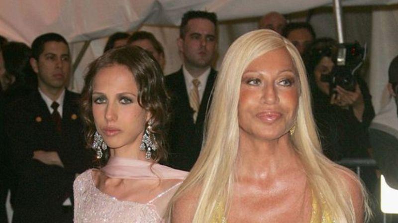best website af4d3 0b468 Allegra Versace, quanto tempo: la foto social con mamma ...