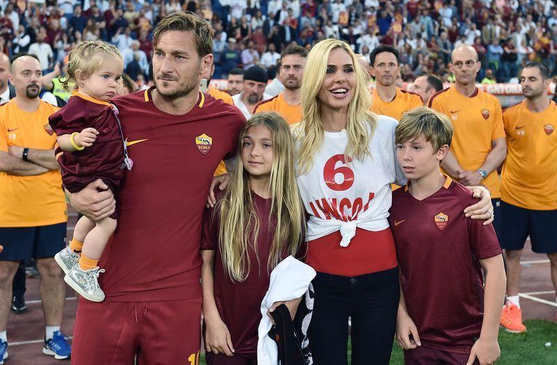 Anniversario Matrimonio Totti.Ilary Blasi E Francesco Totti 13 Anni Di Matrimonio Il Ricordo