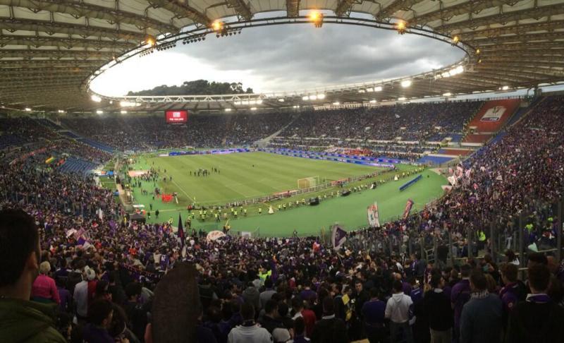 """""""Non ammettiamo donne"""". Choc nello stadio italiano e bufera sui social. Il volantino è stato distribuito a ..."""