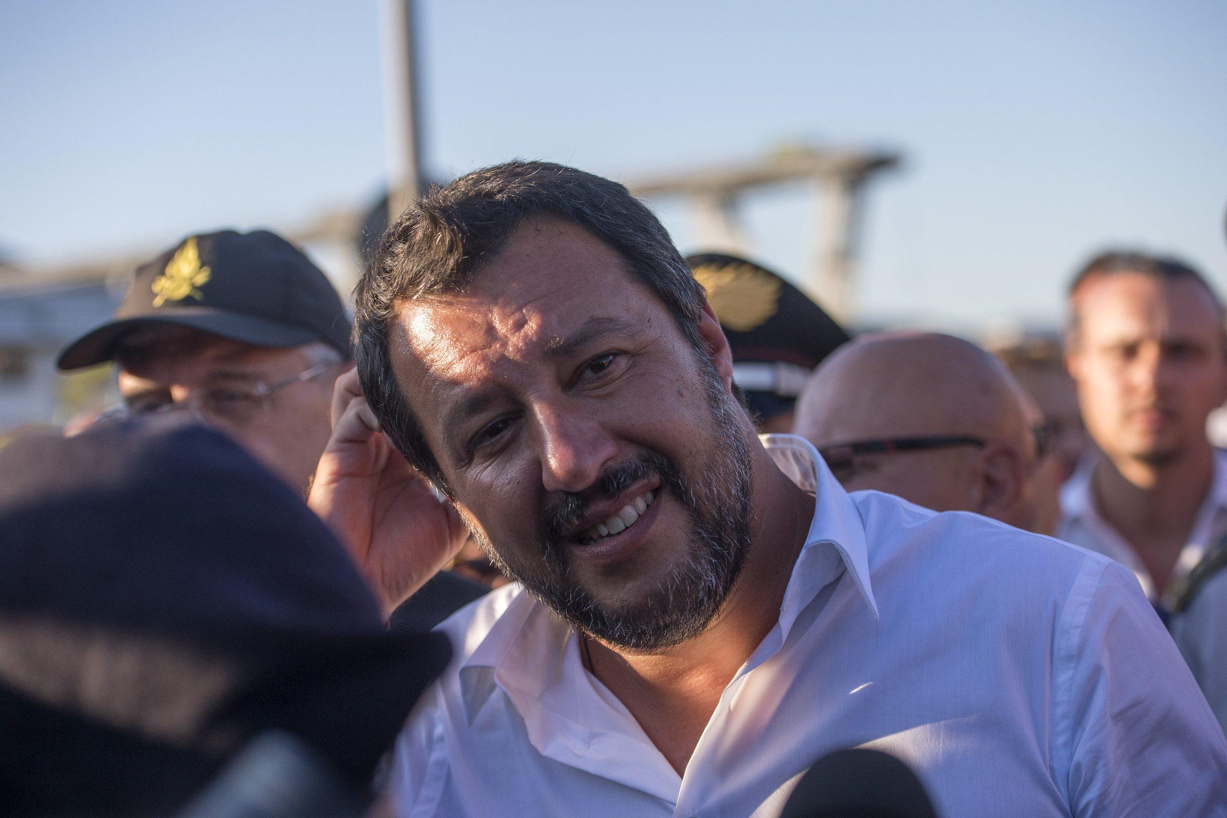 """""""La verità su questa foto"""". Il 'famoso' scatto con Salvini:"""