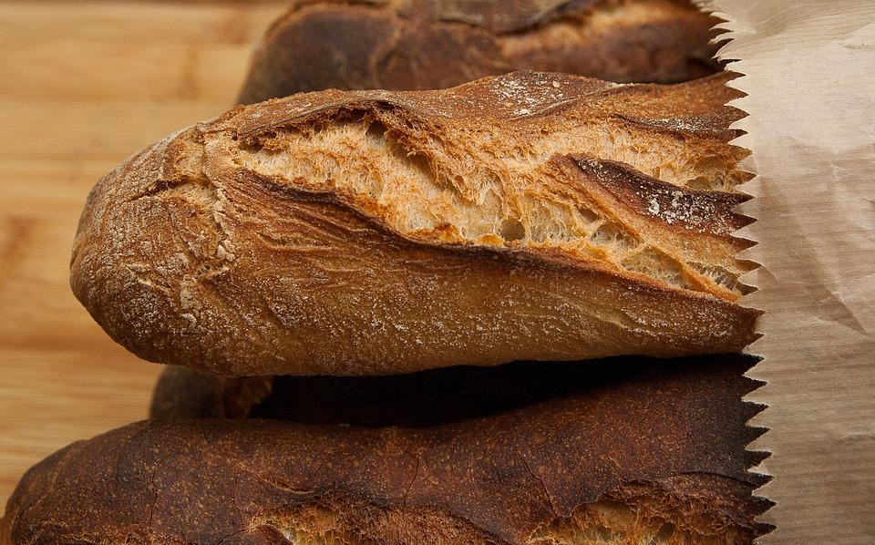 """""""Evitate di mangiare la crosta del pane"""". Ecco cosa si risch"""