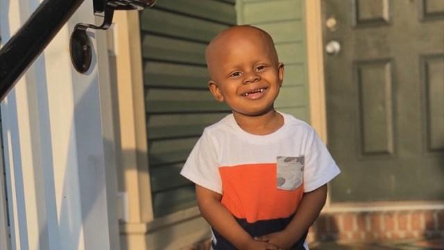 """""""Cancro al cervello"""". Ha 2 anni ma lotta come un leone. Una"""