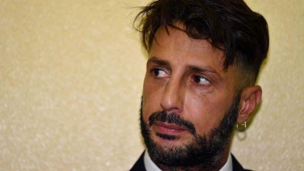"""""""Mi ama ancora!"""". Fabrizio Corona non ha dubbi, la scottante rivelazione a Verissimo. E riguarda proprio lei. ..."""