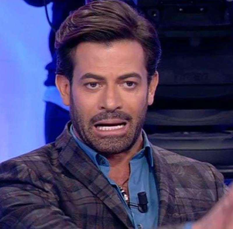 """""""Raccatta qualche like"""". UeD, Gianni Sperti è una furia. E '"""