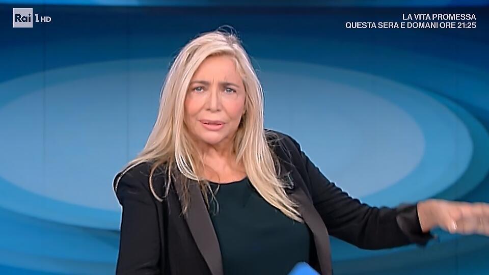 """""""Scusatemi"""". Mara Venier, lacrime in diretta. Quel pianto a"""