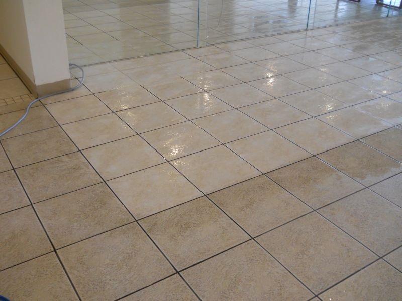 Come pulire le fughe del pavimento senza prodotti chimici