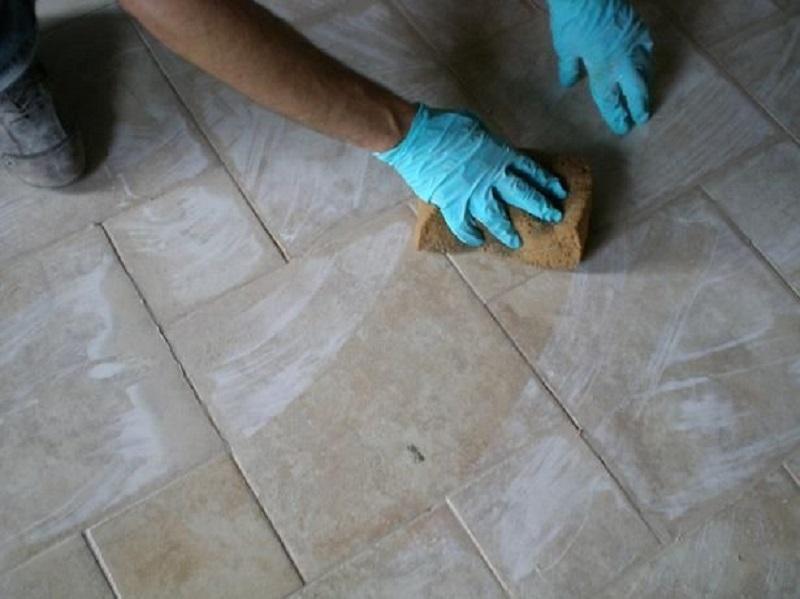 Come pulire le fughe del pavimento senza prodotti chimici caffeina