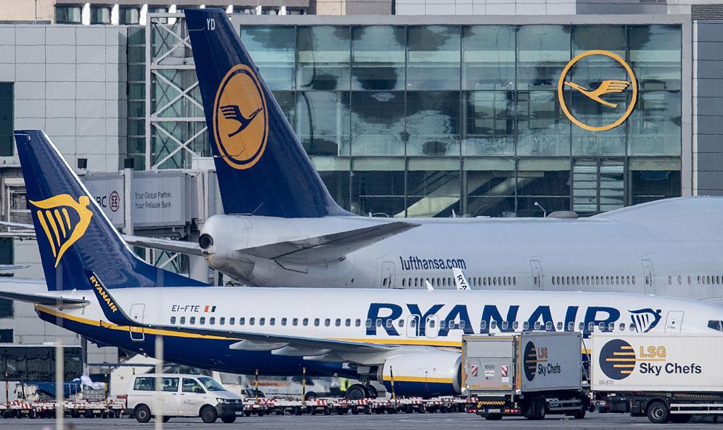 """""""190 voli cancellati!"""". 'Terremoto' Ryanair: migliaia di via"""