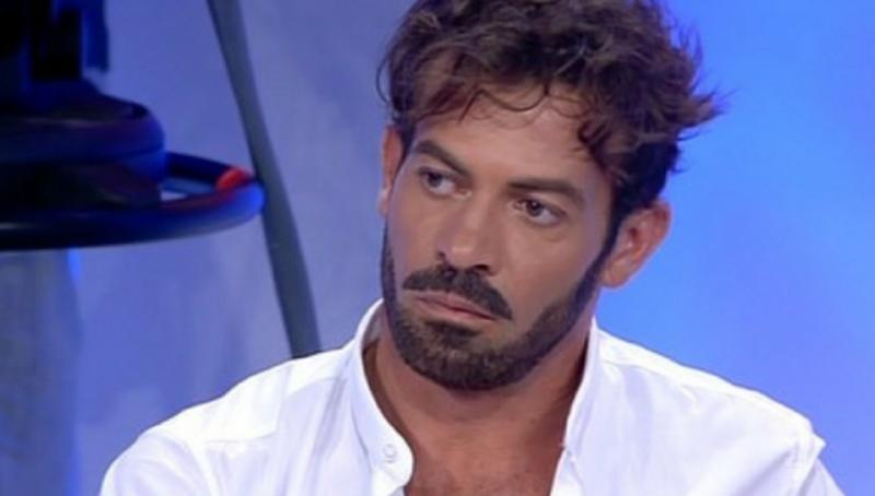 """""""Tanti soldini…"""". Gianni Sperti, lo sfogo inaspettato sconvo"""