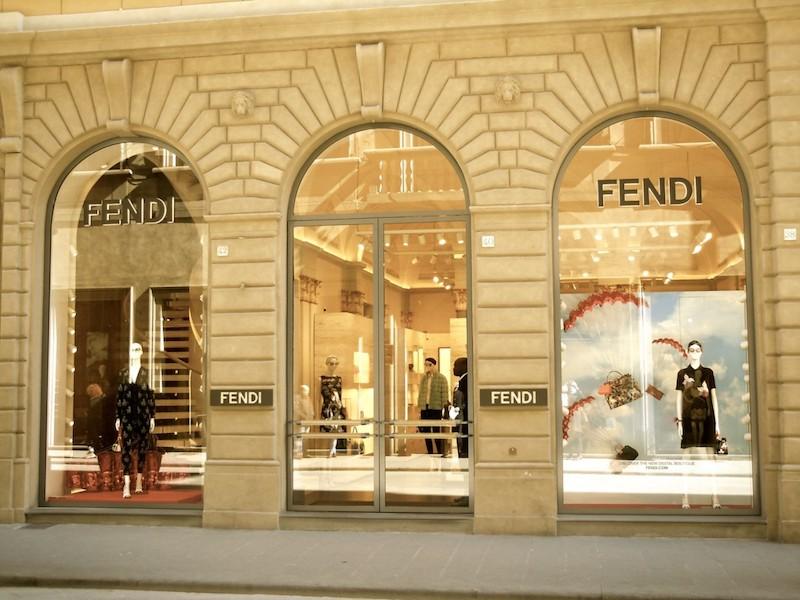 Lo scialle di Fendi da 790€ è il più commentato del web: a c