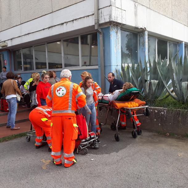Paura in una scuola italiana. 1.500 studenti evacuati d'urge