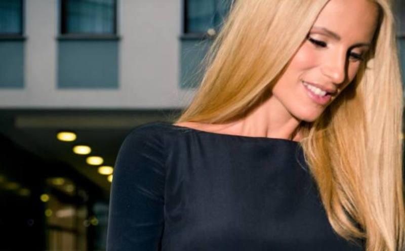 Michelle Hunziker super sexy |  mai vista così  Fan a bocca aperta |  foto