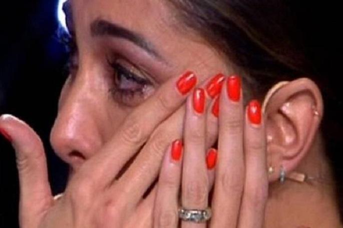 Luca Guadagnin canta per la figlia morta, Belen scoppia a pi