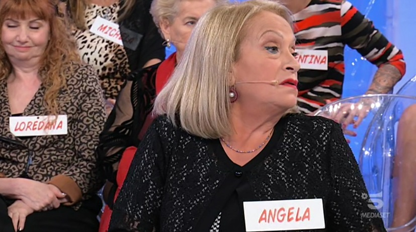 Uomini e Donne, trono over: Angela umilia Raffaele e lo fa p