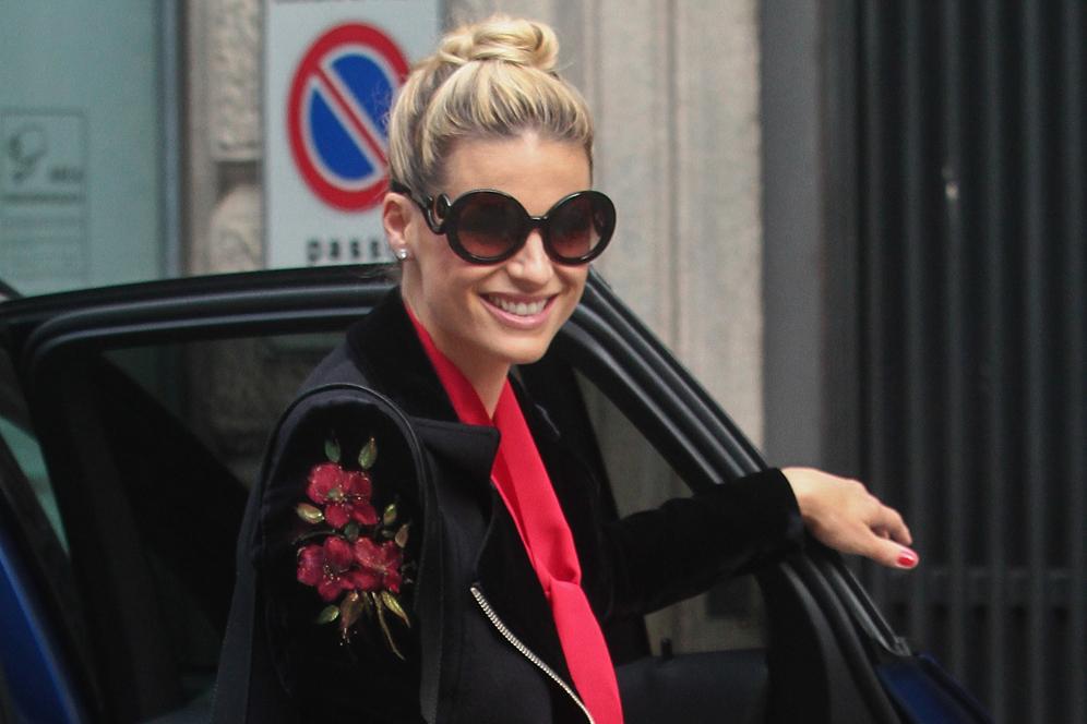 Michelle Hunziker euforica |  la bellissima sorpresa di Tomaso Trussardi per
