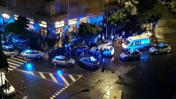 Rapina in una farmacia a Milano: cadono in moto e si sparano