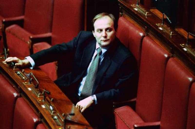 Gerry Scotti e il vitalizio di 1400 euro al mese: come spend
