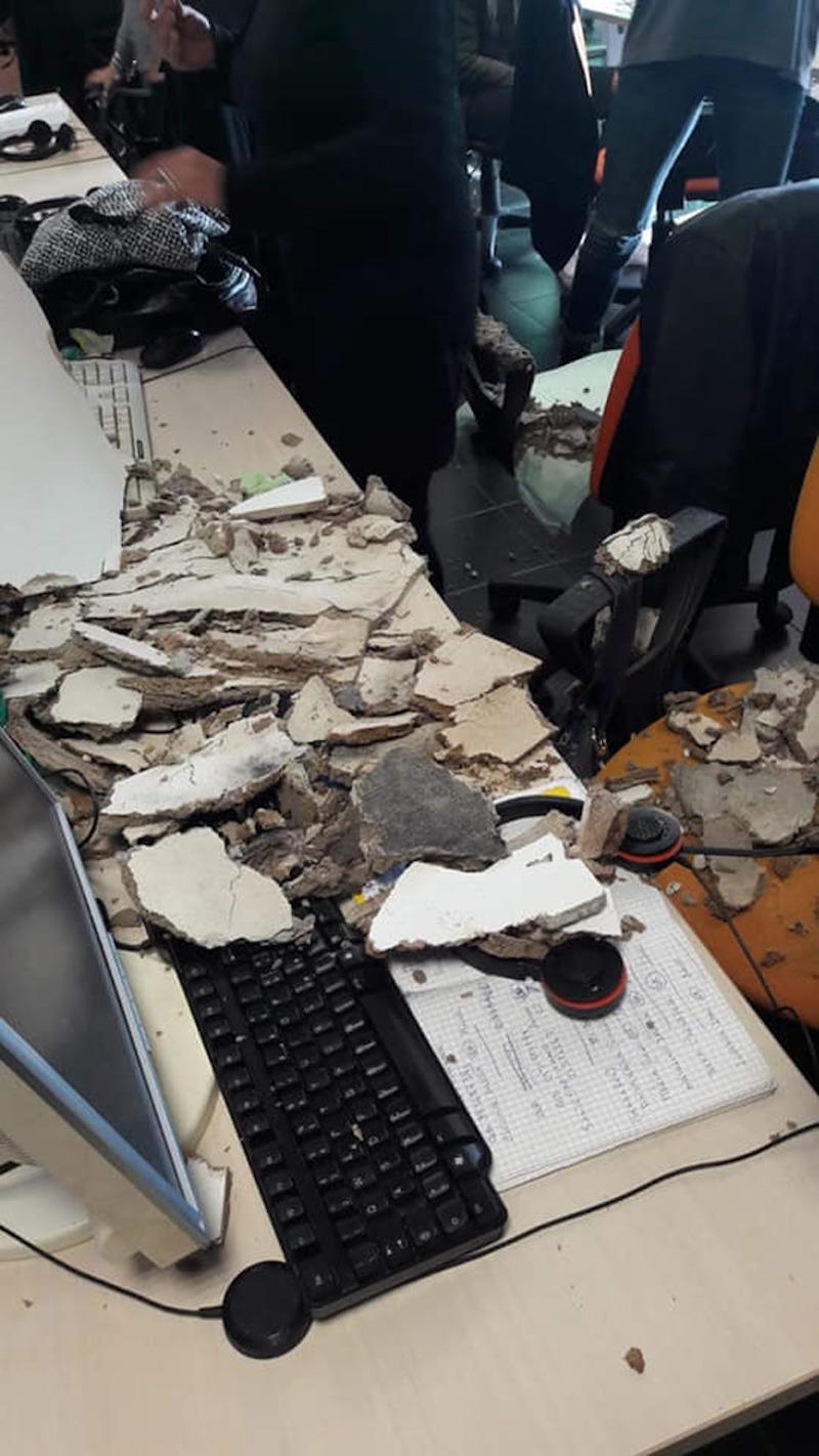 Taranto, cadono calcinacci nel call center e colpiscono oper