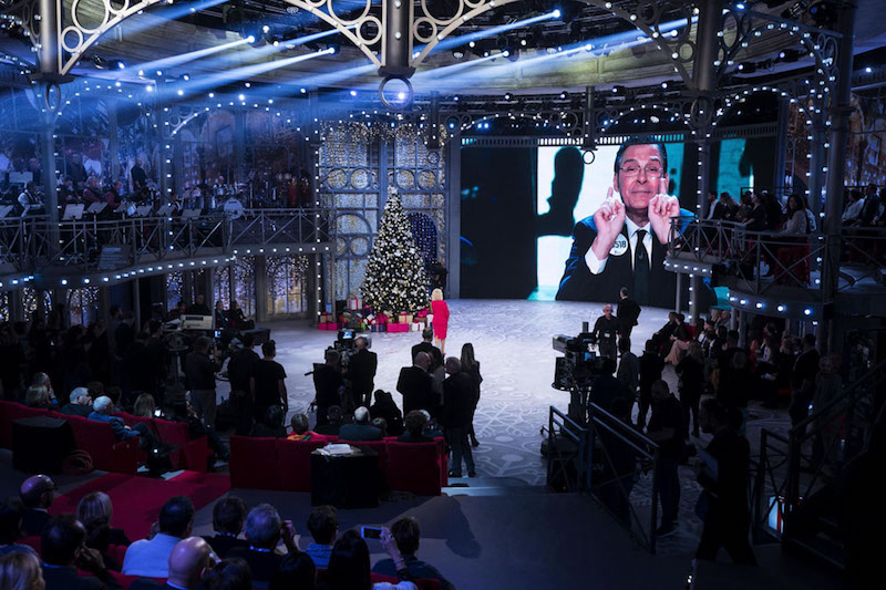 """Antonella Clerici a """"Festa di Natale"""": l'omaggio a Fabrizio"""