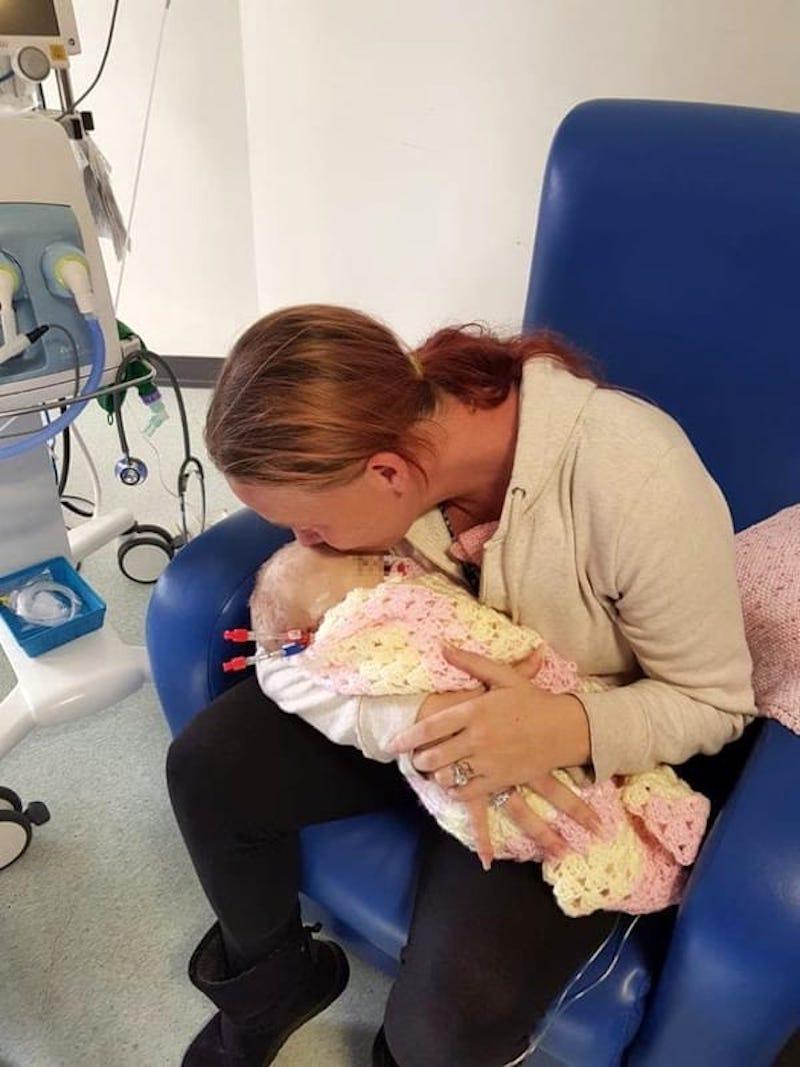 """Kiara Cummins, la neonata morta per un bacio: """"Ha contratto"""