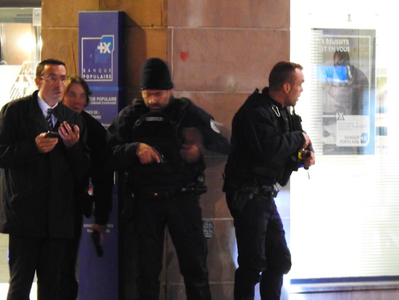 Strasburgo, spari al mercatino di Natale: i video dei testimoni