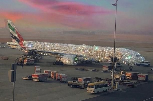 La verità sull'aereo ricoperto di diamanti, la foto che avet