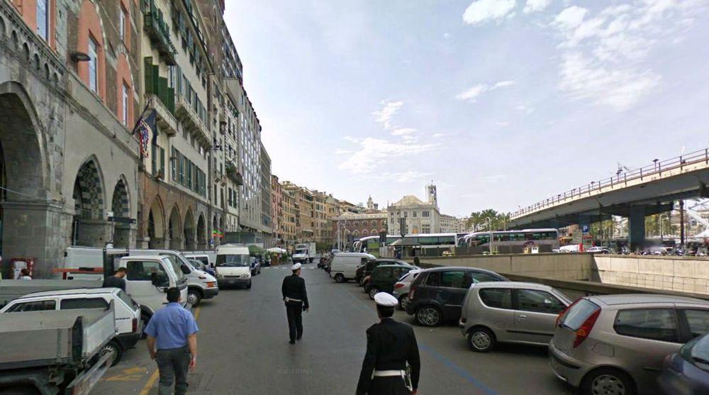 Genova, allarme bomba in centro. Traffico bloccato e artific