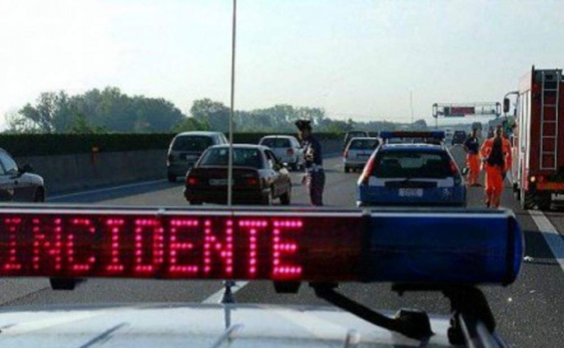 Scontro sull'autostrada A4 tra tre tir: morto un camionista