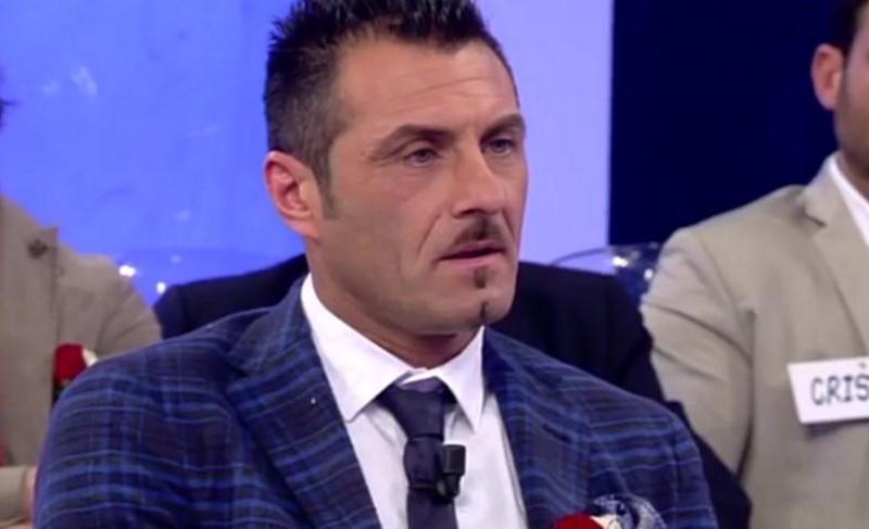 """Uomini e Donne, Sossio Aruta contro Valeria Marini: """"Sfigata"""