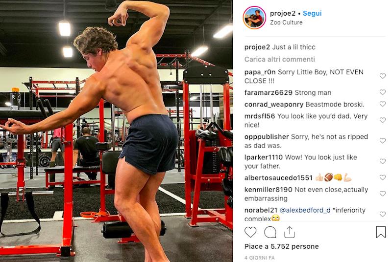 Arnold Schwarzenegger, il figlio Joseph in posa da bodybuild