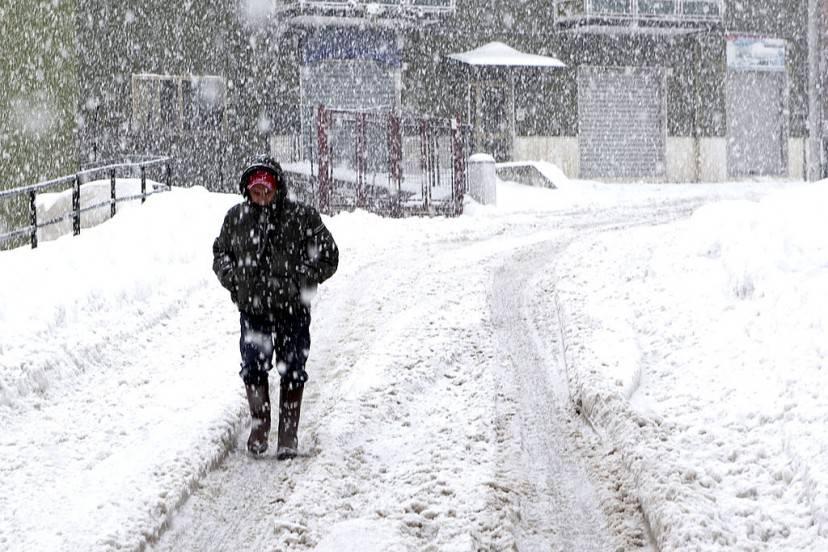 Meteo, allerta maltempo: neve, freddo e gelo sull'Italia. Le