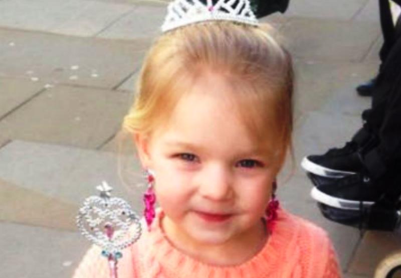 La testa rimane incastrata nell'ascensore difettoso |  la piccola Alexis muore a 5 anni