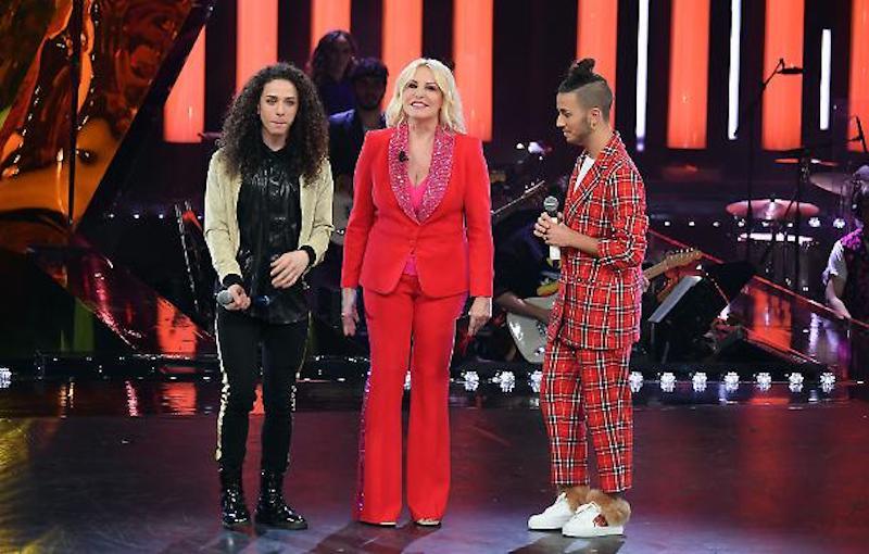 Sanremo Young, fischi e urla in diretta. Polemica sul duetto