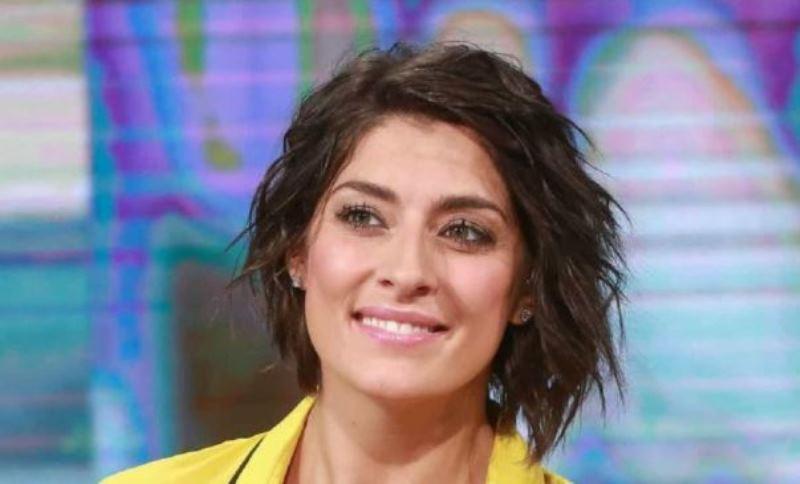 Elisa Isoardi dà la buonanotte in lingerie: fan impazziti. L