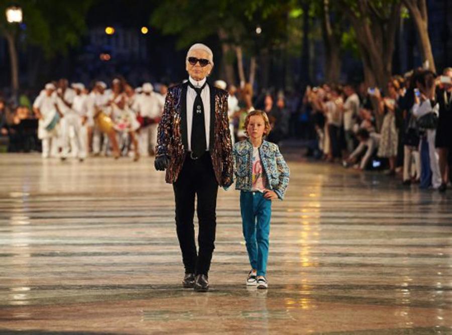 È morto Karl Lagerfeld. Strazio nel mondo della moda