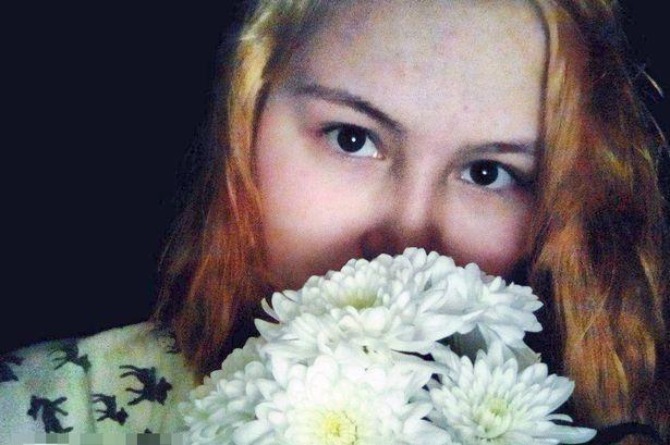 Sfregiata con un vetro, uccisa e fatta a pezzi dalle amiche: