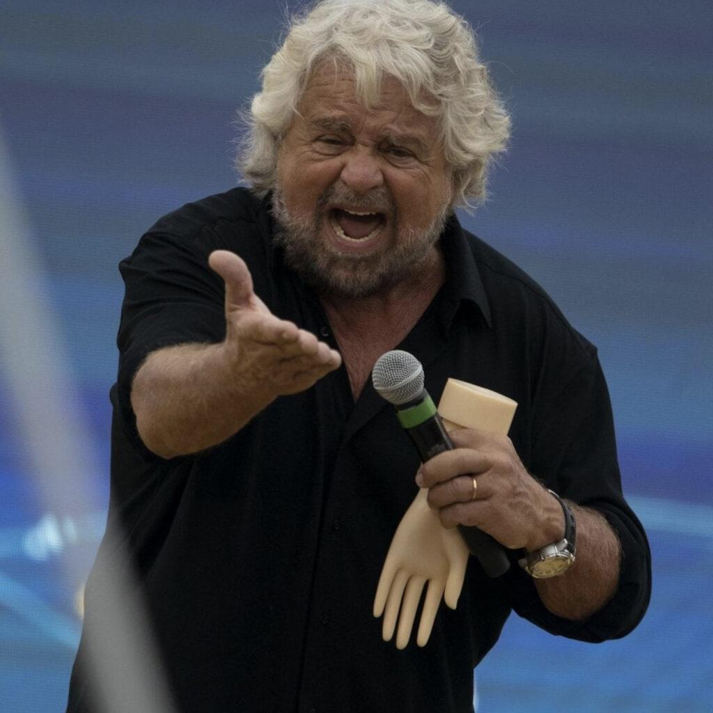Crisi di Governo, scende in campo Beppe Grillo. Ecco cosa sta succedendo