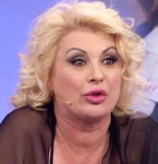 """Er maiale!"". Tina Cipollari scatenata: lo insulta pubblicam"