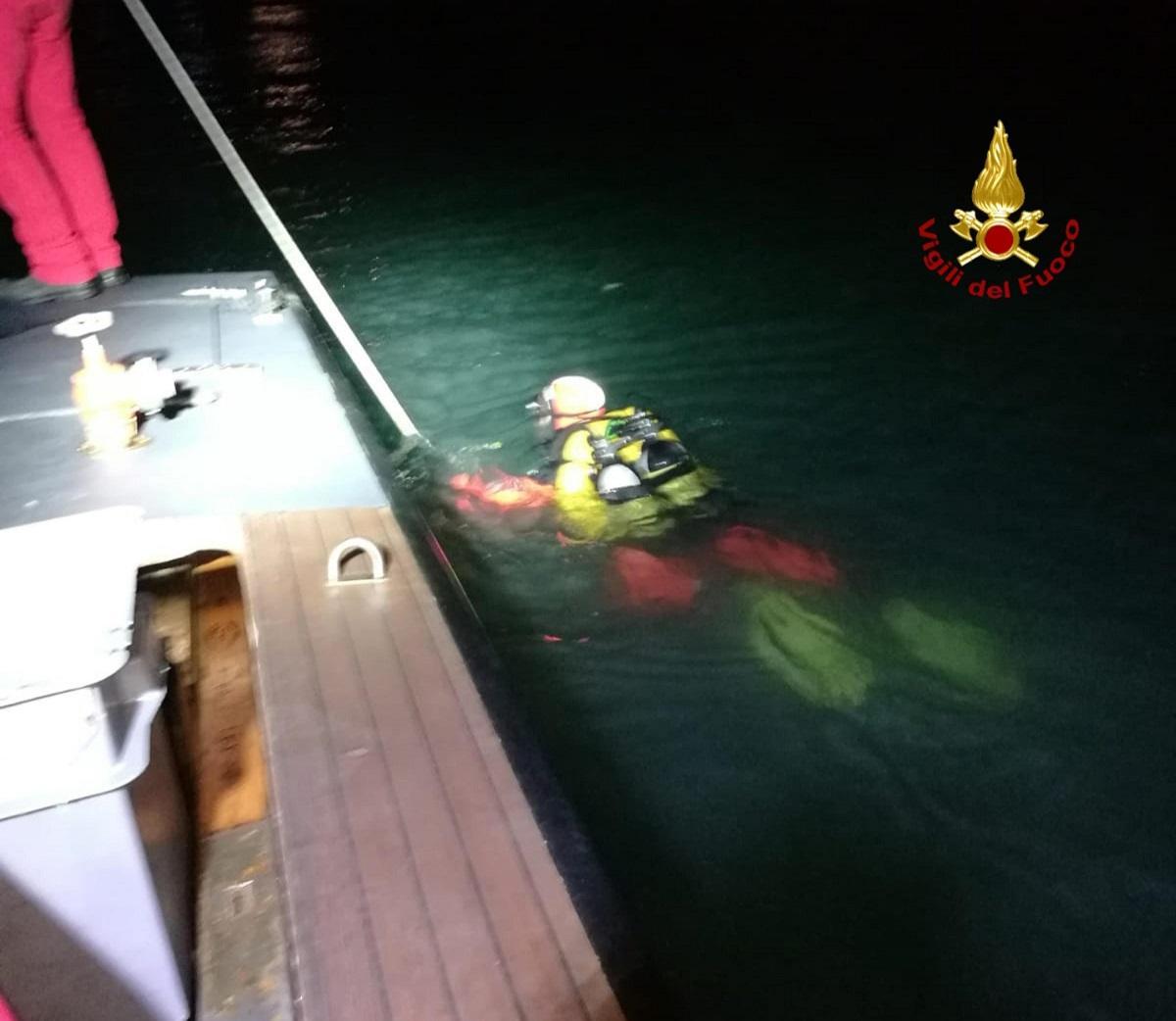 Tragedia a Venezia: barca contro la diga. 3 morti, anche un