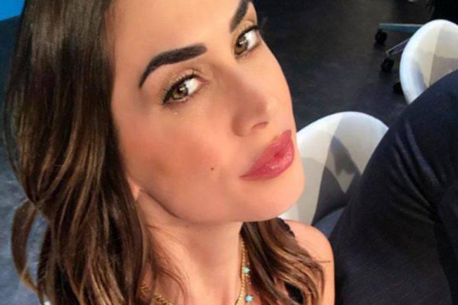 """""""Nessuna come te"""". Melissa Satta senza freni: il look è boll"""