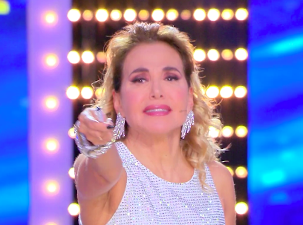 """""""Ma tu chi sei?"""". Karina Cascella, l'ospite del 'Live' la 'd"""